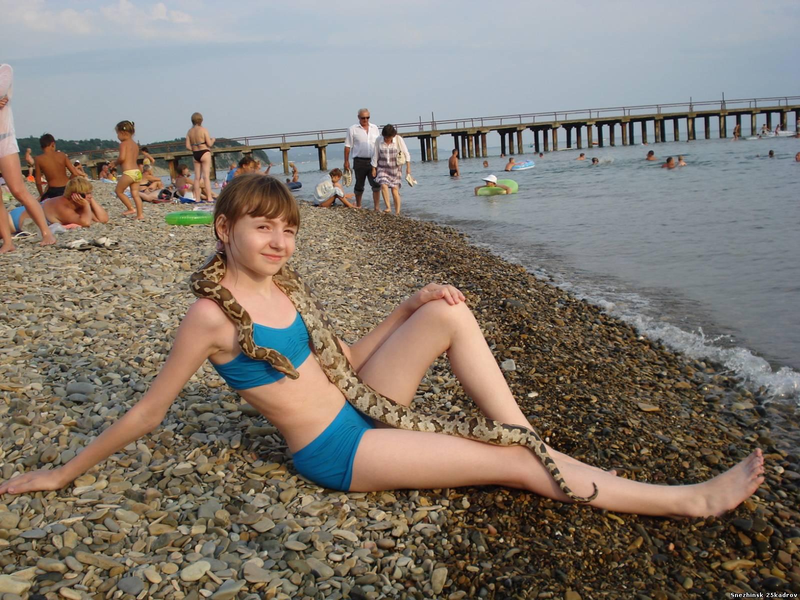 фото женщин и девушек на пляжах в купальниках